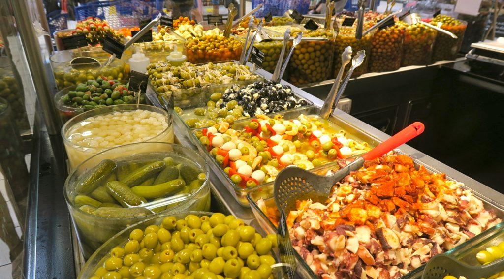 Spanska influencer av tilltugg i den franska butikskedjan Carrefour.