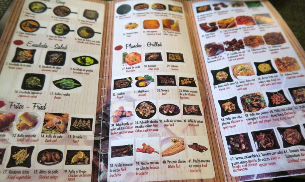 En klart kinaosnpirerad meny på restaurang ABC i Torrevieja.