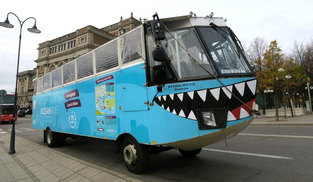 "Sightseeing i Stockholm city med amfibiebussen ""Estelle""."