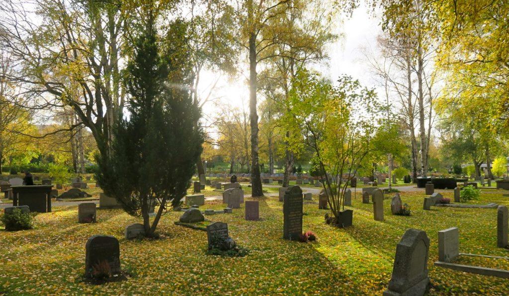 Tvärs genom stan. Från Solna kyrkogård till Södermalm.