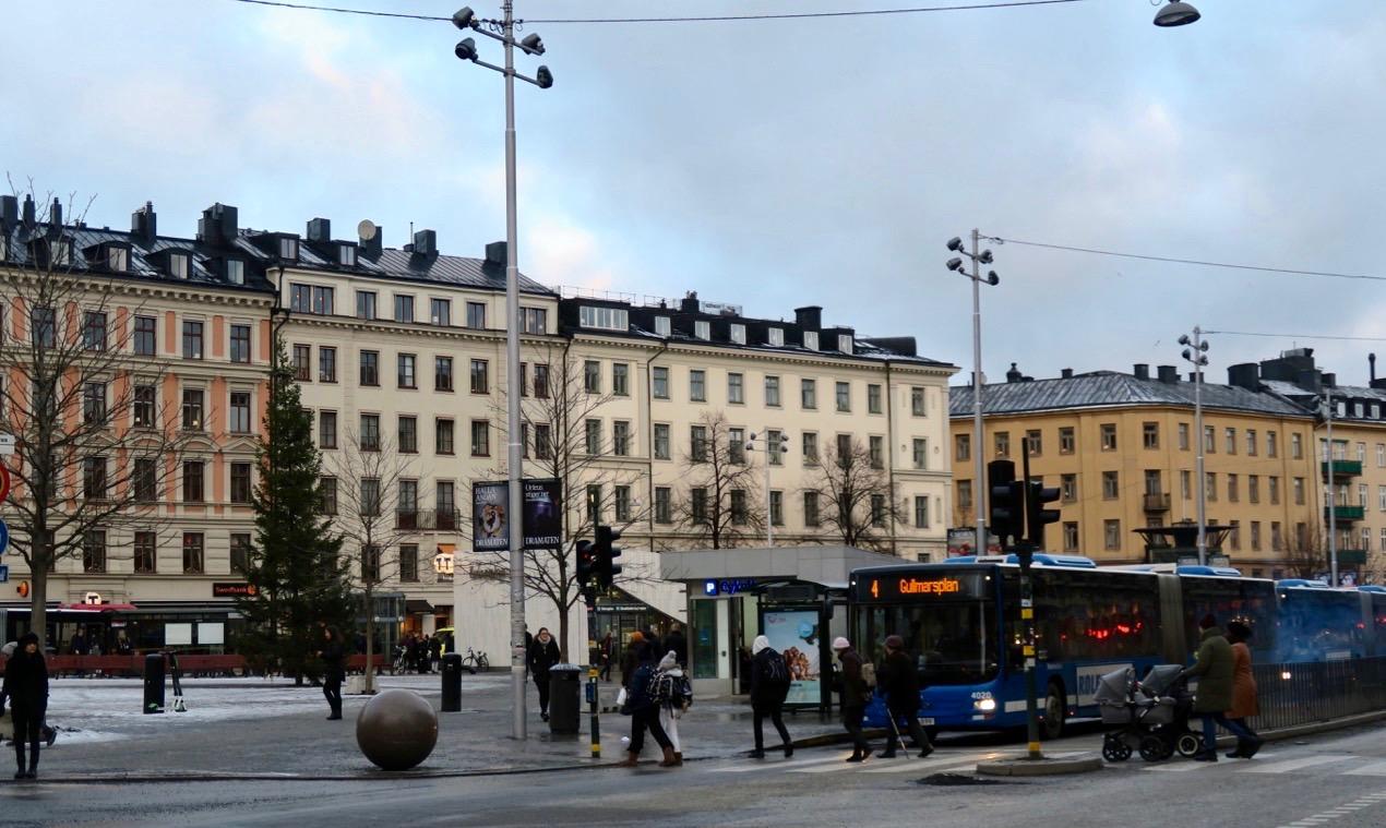 Idag är Oenplan en knutpunkt för tunnelbana,bussar och pendeltåg och många förflyttningar sker härifrån.