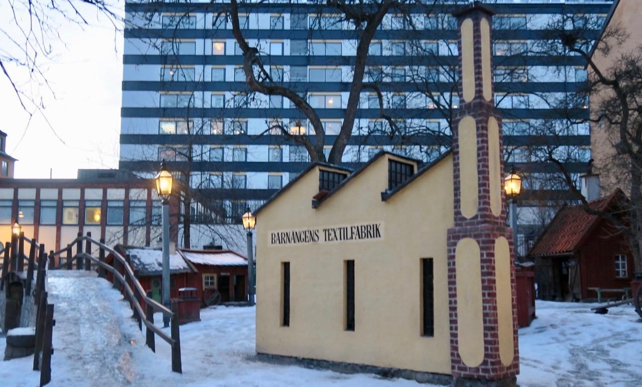 """Isande halt inne på bryggartäppan. En temalekpark byggd på Fogelströms """" MIna drömmars stad""""."""