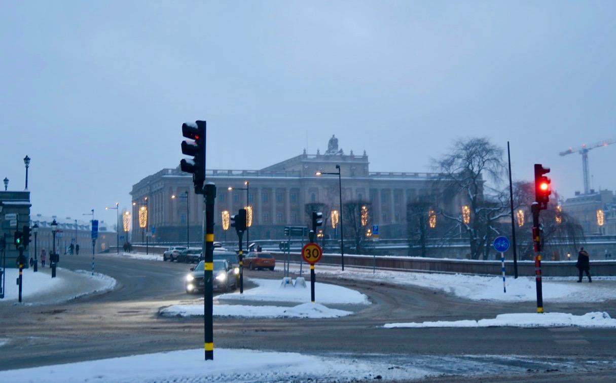 Stopp vid riksdagshuset under denna stadsvandring