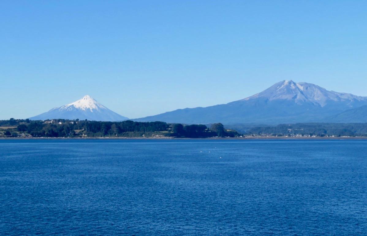 Vackra omgivningar runt hamnstaden Puerto Montt i södra Chile finns i min ask.