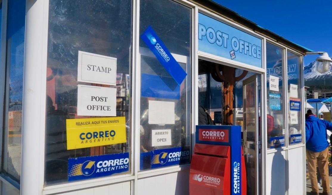Ett av flera postkontor i Ushuaia. DEtta på kajen där fartygen lägger till.