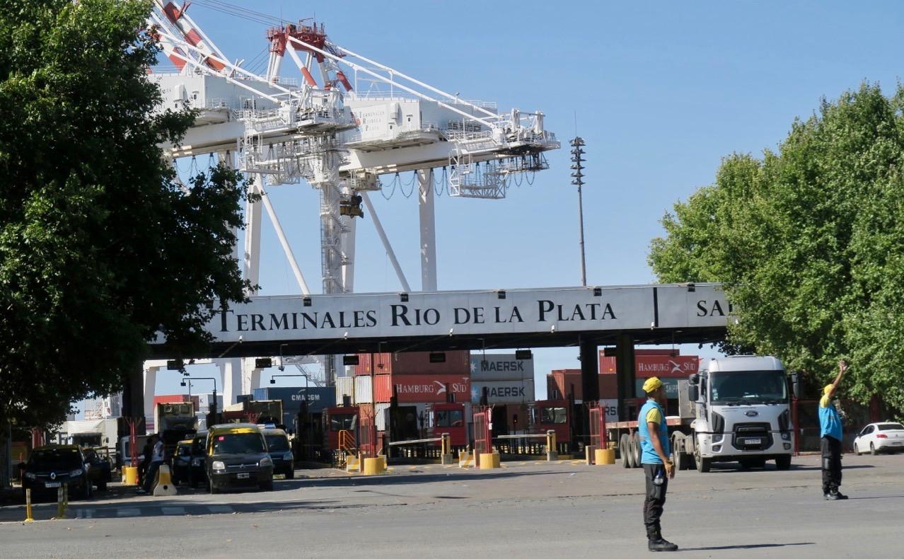 Vi började vpr sightseeing i Buenos Aires vid hamnterminalen.