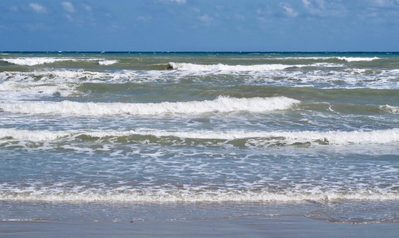 Träff med vänner och en skön promenad längs havet och stranden för att nå vårt tapasställe en bit söderut.