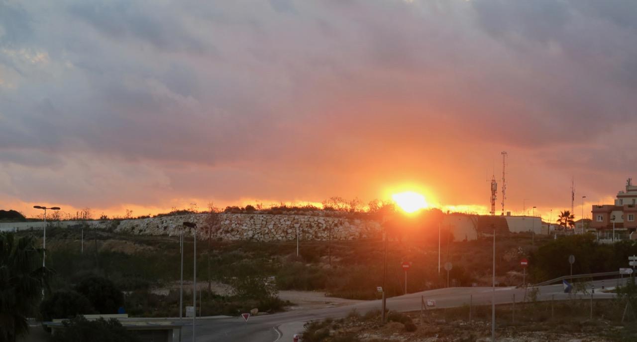 Fredag morgon och soluppgång sedd från mitt fänster på Quironsjukhuset i Torrevieja.