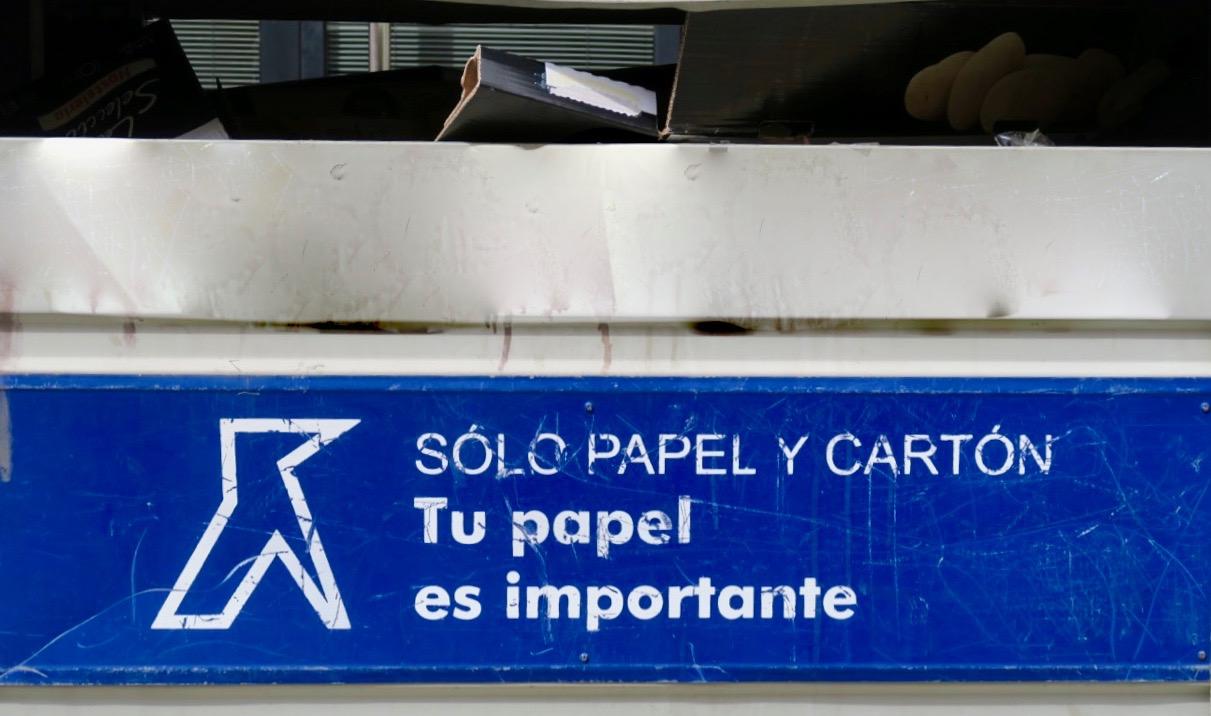 Även i Spanien är insamlingen av papper viktig.
