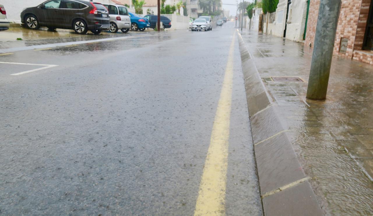 """Täckt av vatten är vår """"Solskensgata"""" men inga direkta översvämningar"""