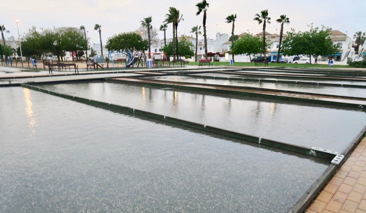 Boulebanorna i Rosaledaområdet såg ut som simbassänger efter allt regn.