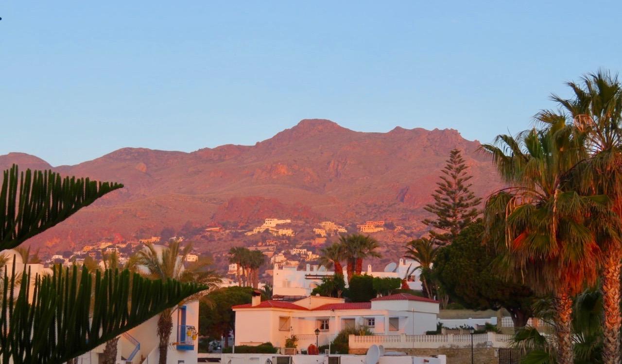 Här uppe på berget ligger den vackra byn Mojácar.
