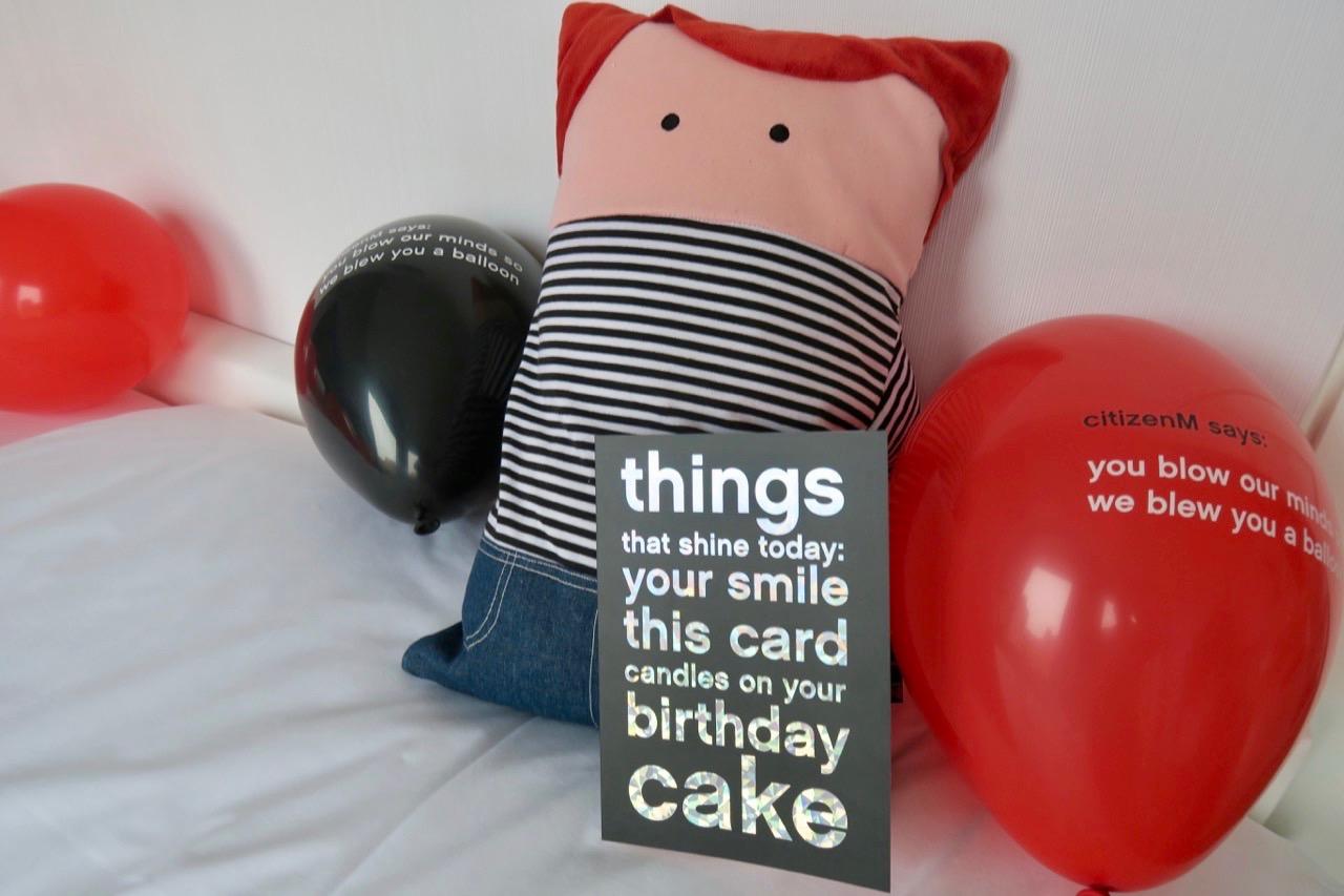 Framsidan på mitt födelsedagskort med och alla ballonger passade bra att ha med i veckans Skyltsöndag