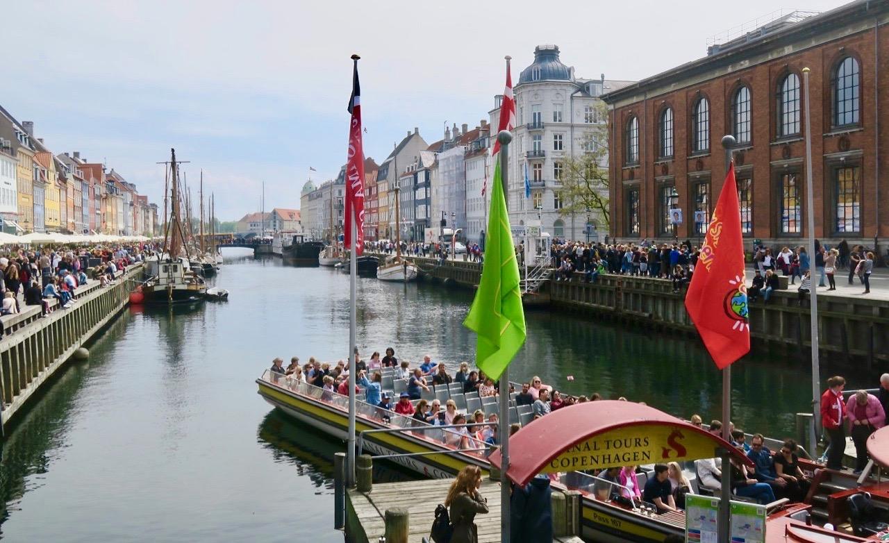 Mer av Köpenhamn kan men också se genom att ta en sightseeingtur,