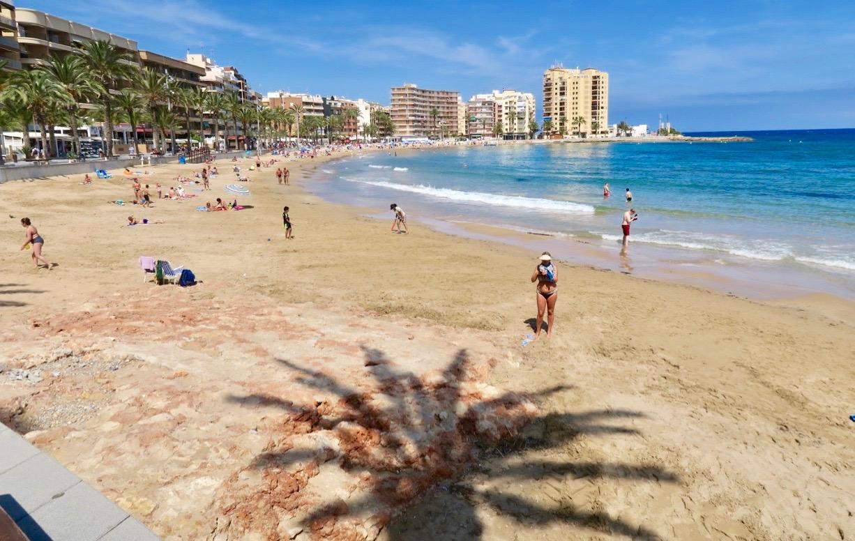 Vid Playa del Cura, en av stränderna inne i stan gjorde vi flera iakttagelser.
