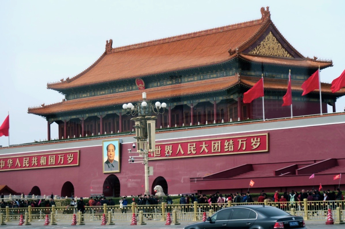 Både utanför och innanför murarna till den Förbjudna staden i Peking är röd färgen som gäller.
