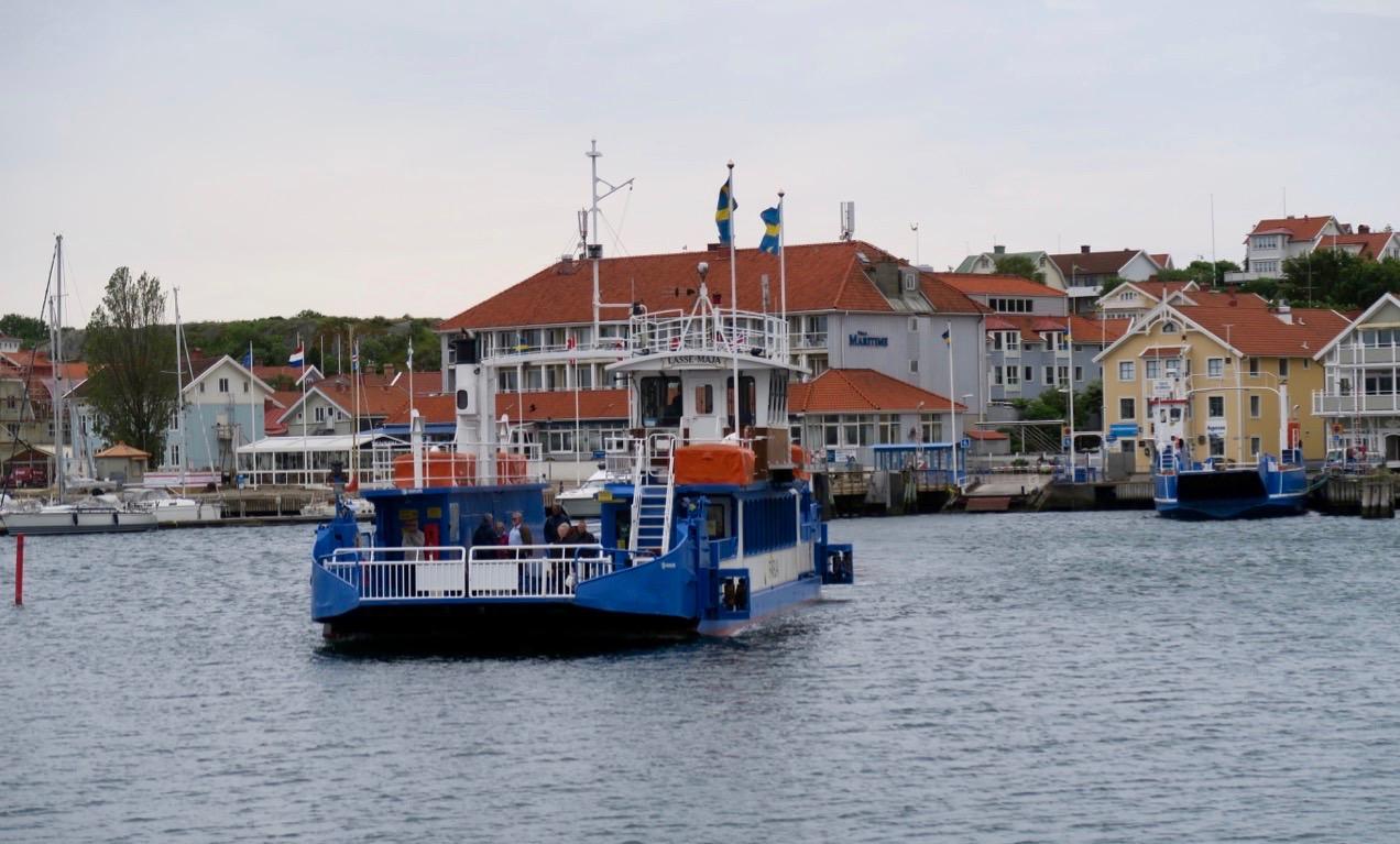 Framme på Marstrand. En överfart tar bara några minuter.