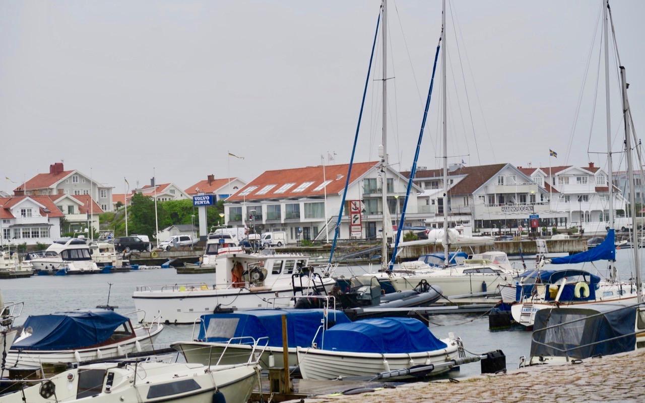 Marstrand i Bohuslän. Hav segling och båtar...
