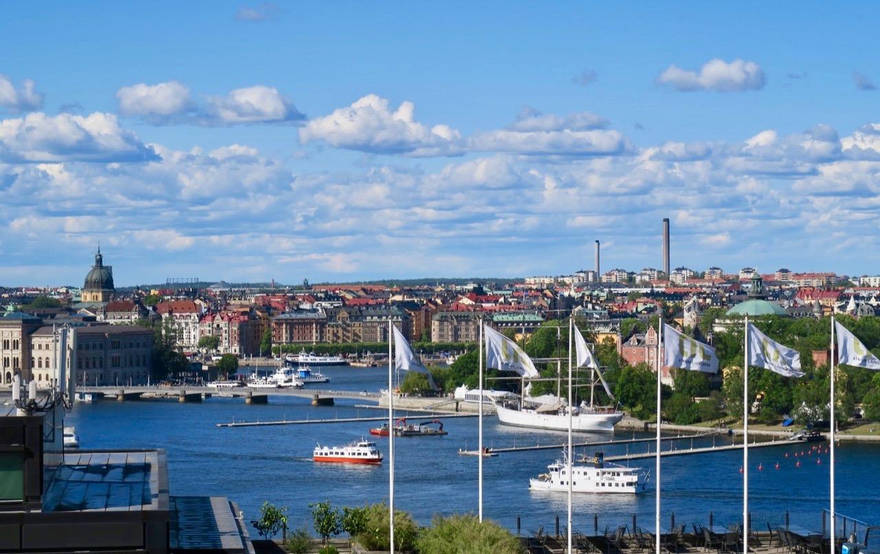 Stockholm och fin utsikt från Söder och Mosebacke terrass