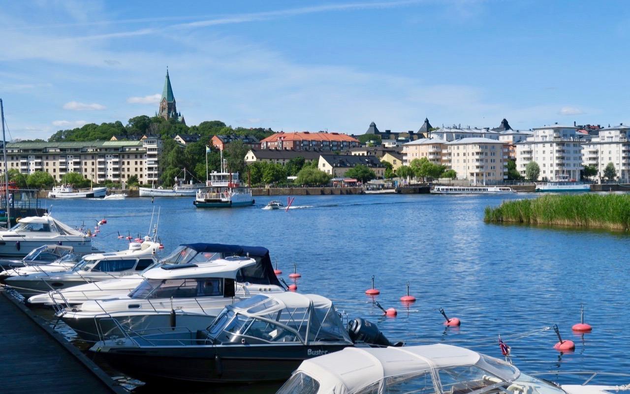Närvaron av vatten och båtar är stor även i Sjöstan. (Hammarby sjöstad)