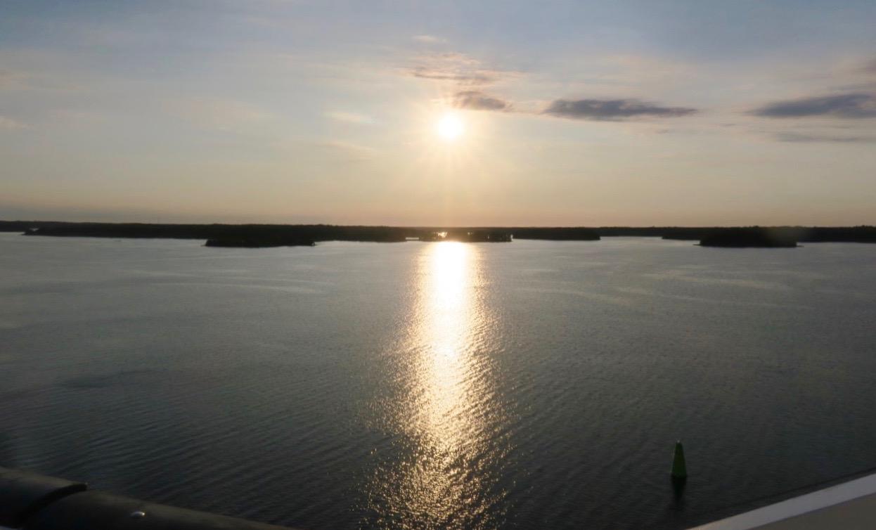 Långt kvar till Gotland. Här lämnar Cinderella snart Stockholms skärgård och ger sig ut på Ålands hav.