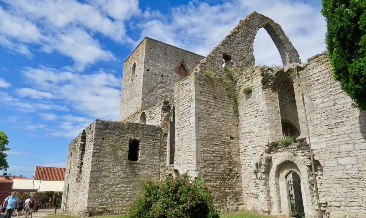 """Heliga Trefaldighetens ruin, """"Drotten# en av alla ruiner i Visby."""