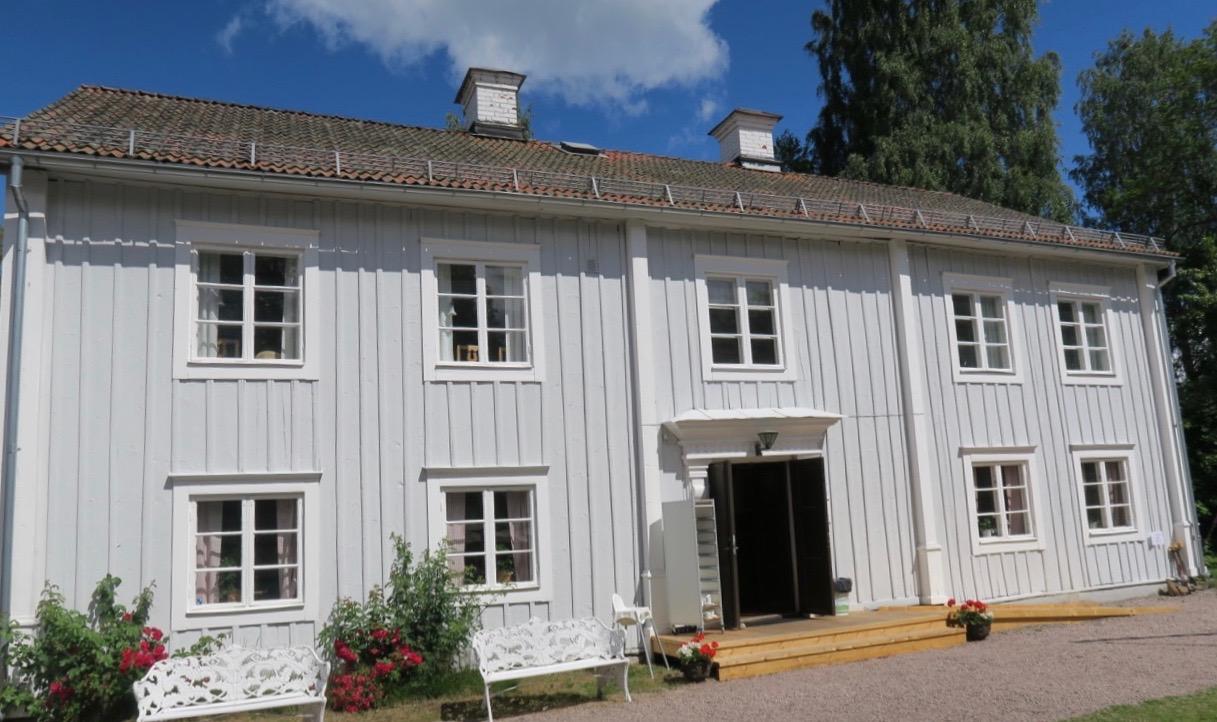 Stopp på vägen till Dalhalla gjorde vi på Tolvmansgården, skalden Erik Axel Karlfeldts barndomshem.