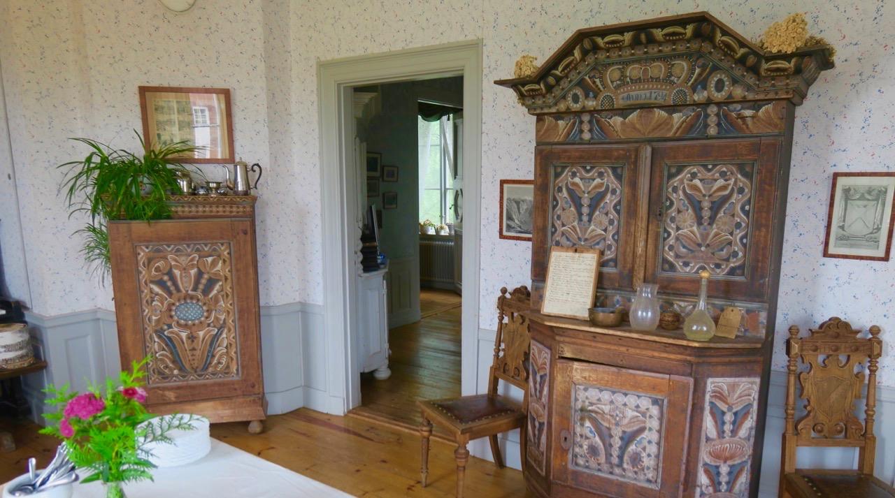 En hel del möbler på Rankhyttan är från 1800-talet och en del är betydligt äldre.