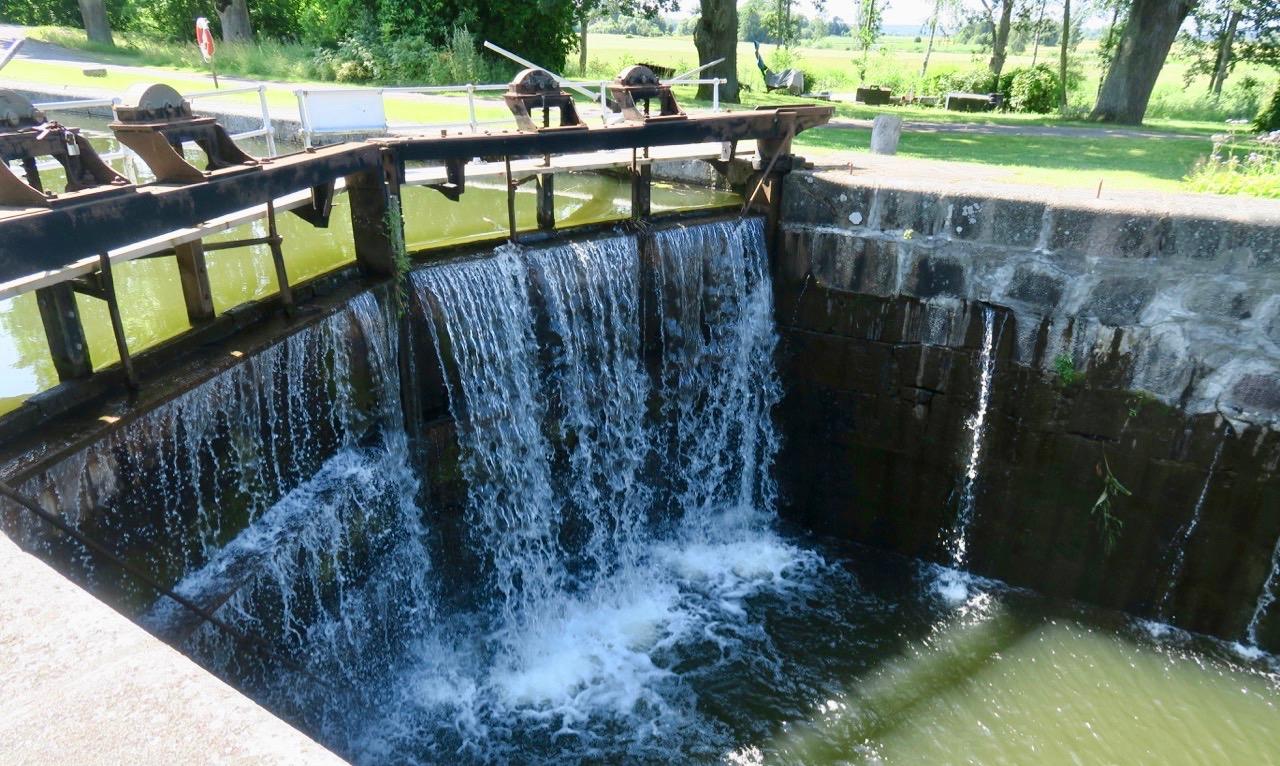 Fallhöjden i Hjälmare kanal varierar från 2 dm till 5 meter.
