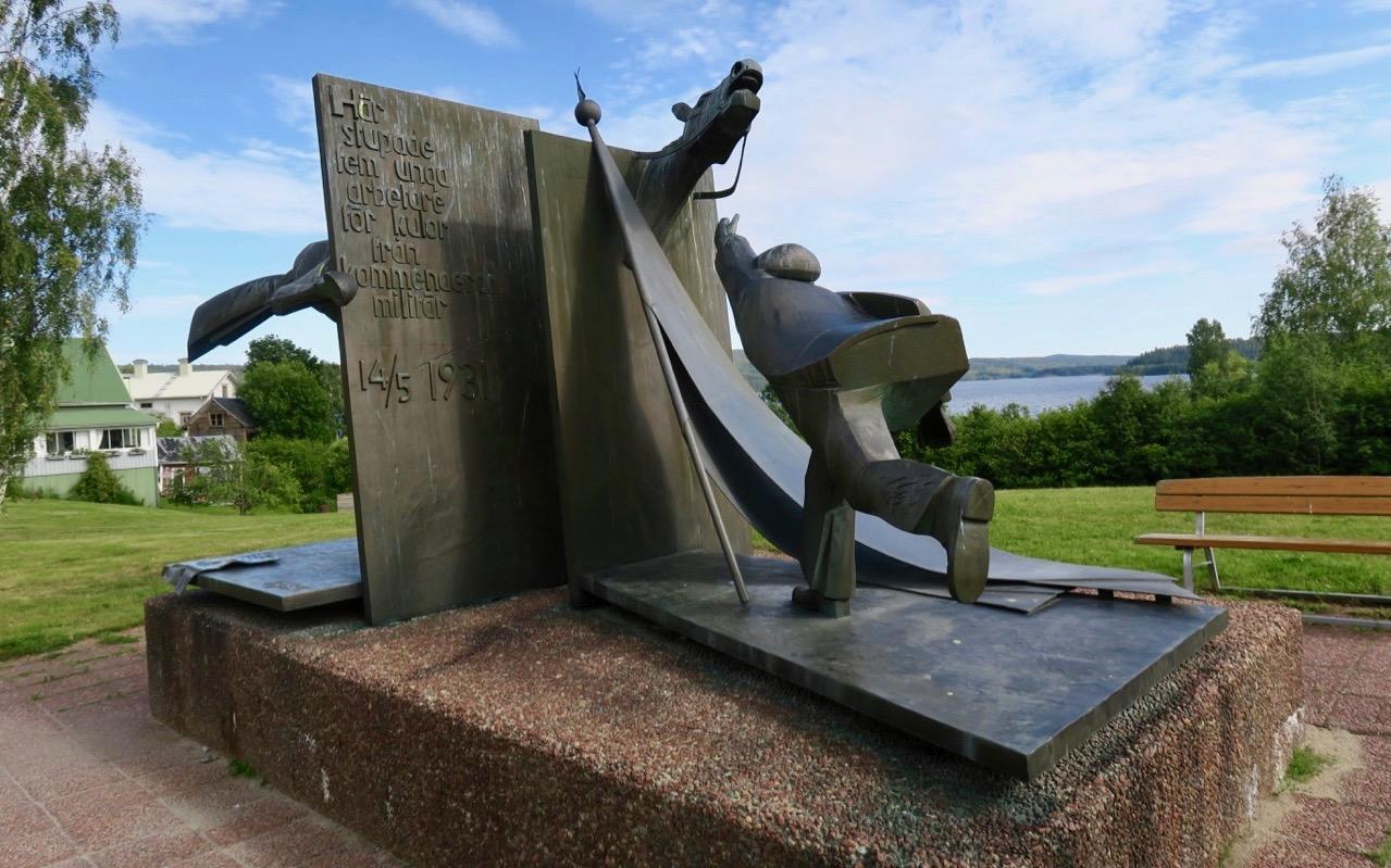 Monumentet i Lunde vid Höga kusten minner om de som dödades just här vid en strejk 1931