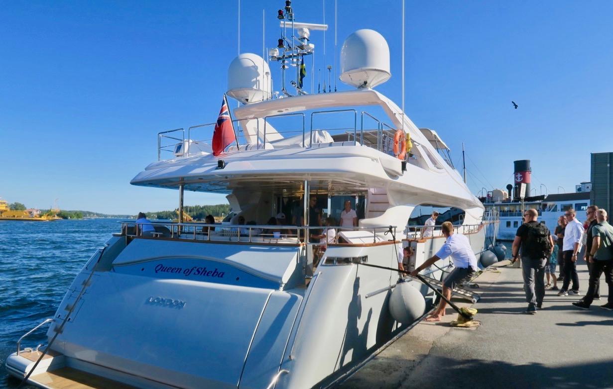 Båtar och vatten - här får även yachter ingå bland båtarna