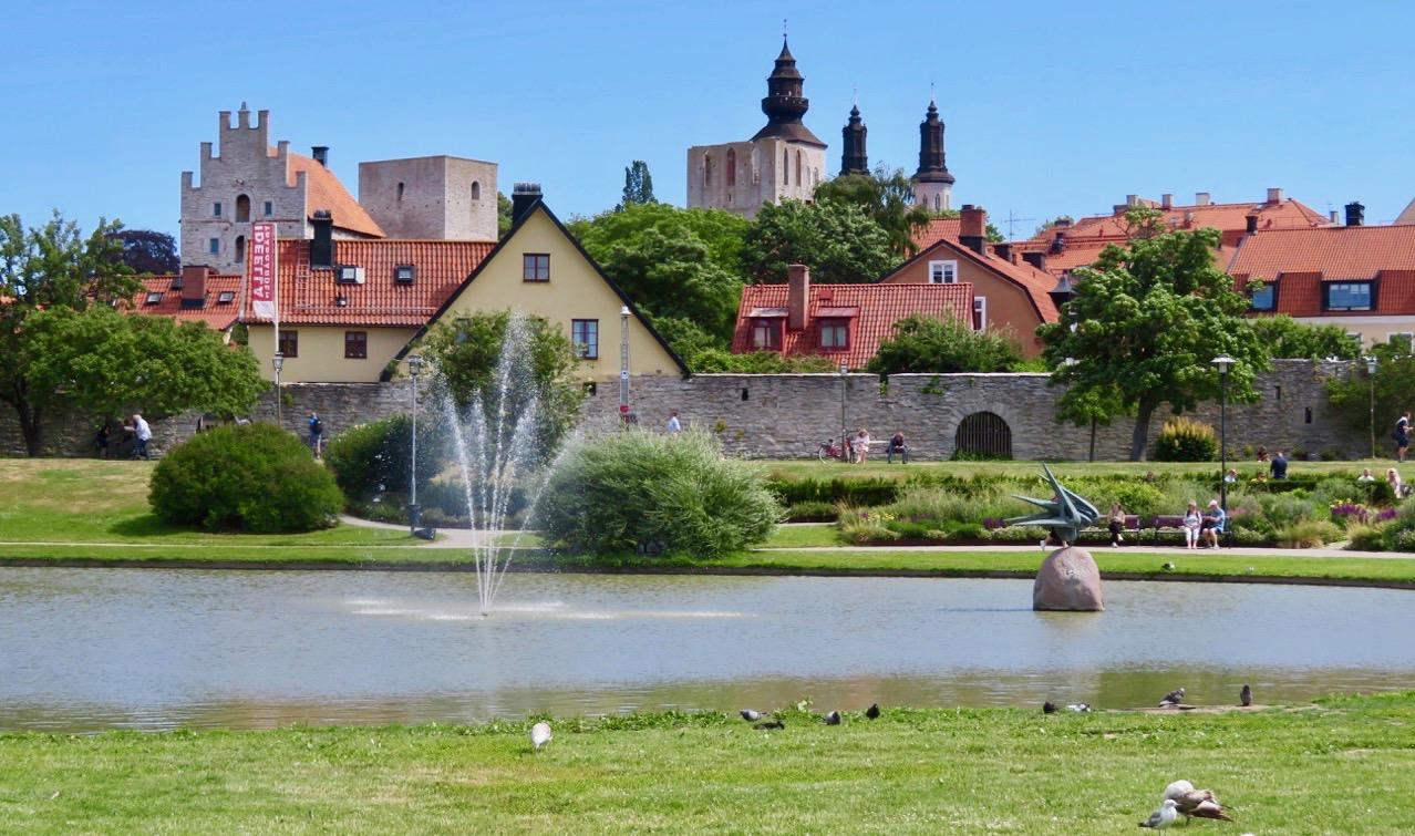 En del av Almedalsparken i Visby