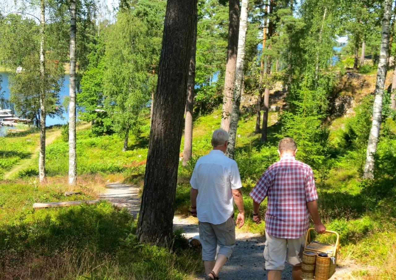 I Stockholms skärgård blir vägen lätt till en stig.