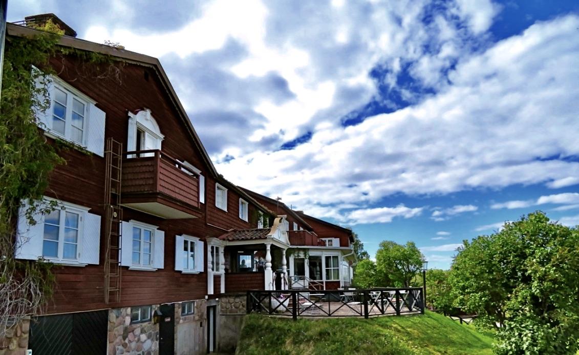 En del av huvudbyggnaden på hotell Gyllenen Hornet i Tällberg.