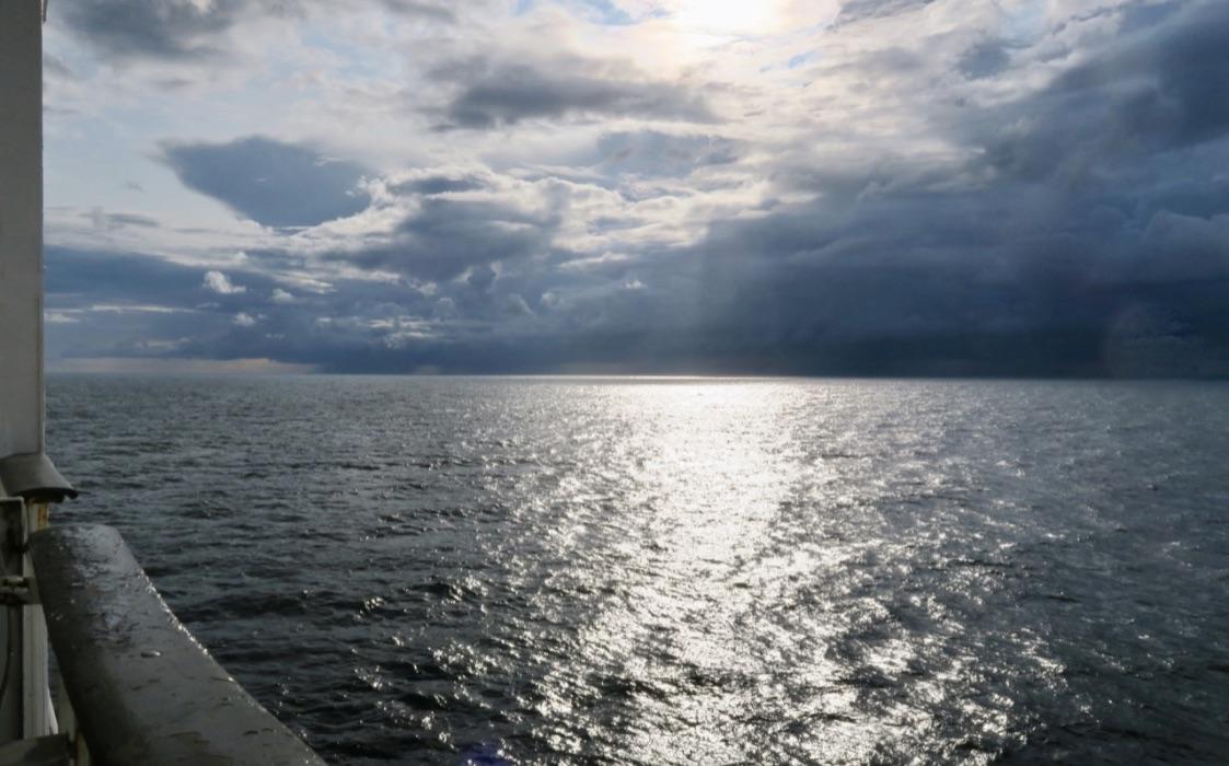 DRamatiska moln mötte oss på ena sidan in mot Helsingfors.