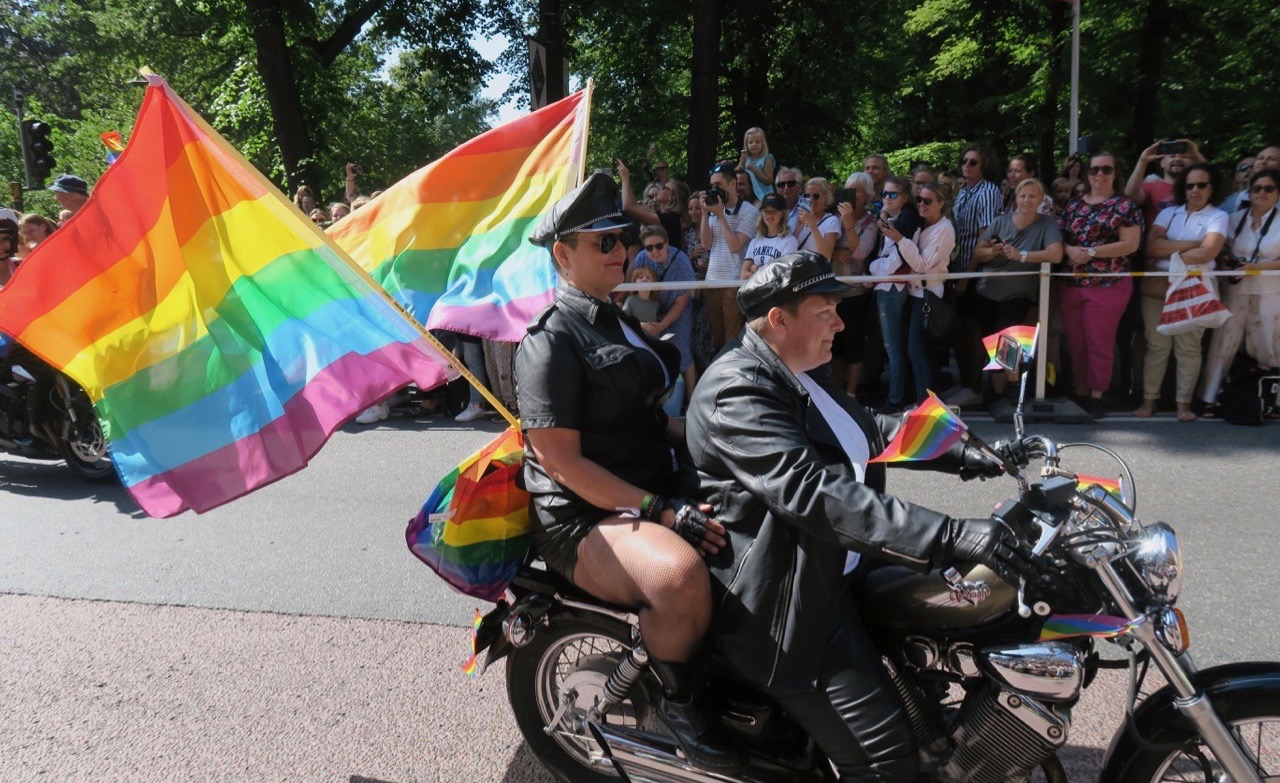 mOtorcyklar i olika varianter inleder alltid Prideparaden i Stockholm.
