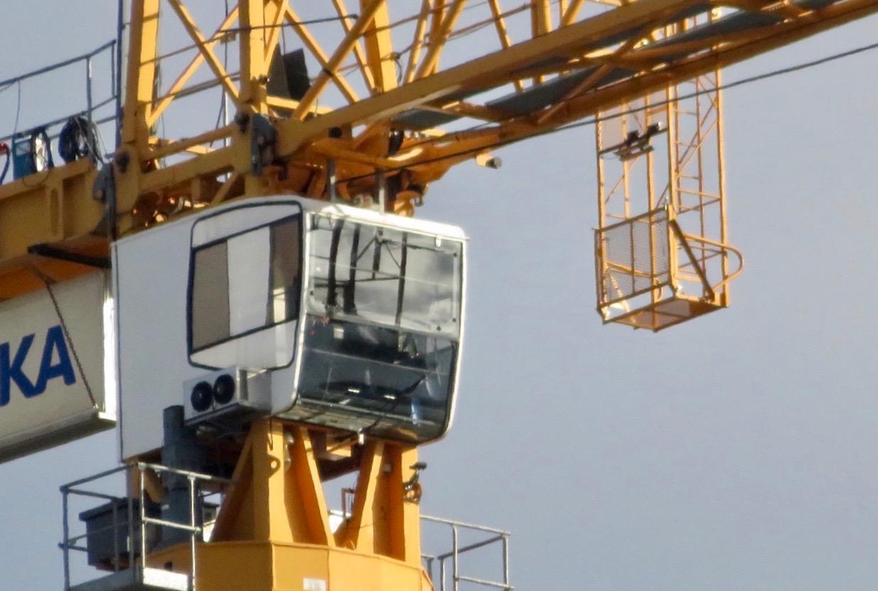 Lysande utsikt har nog denne kranförare här i slutfasen av byggandet på skyskrapan Stockholm New/01 i Hammarby sjöstad.