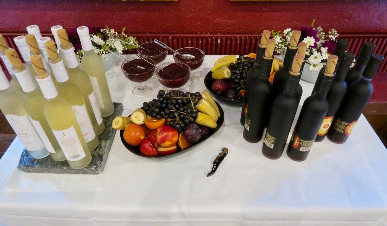 Vin, tillverkat på Nya Valamo kloster fanns att köpa till middagen.