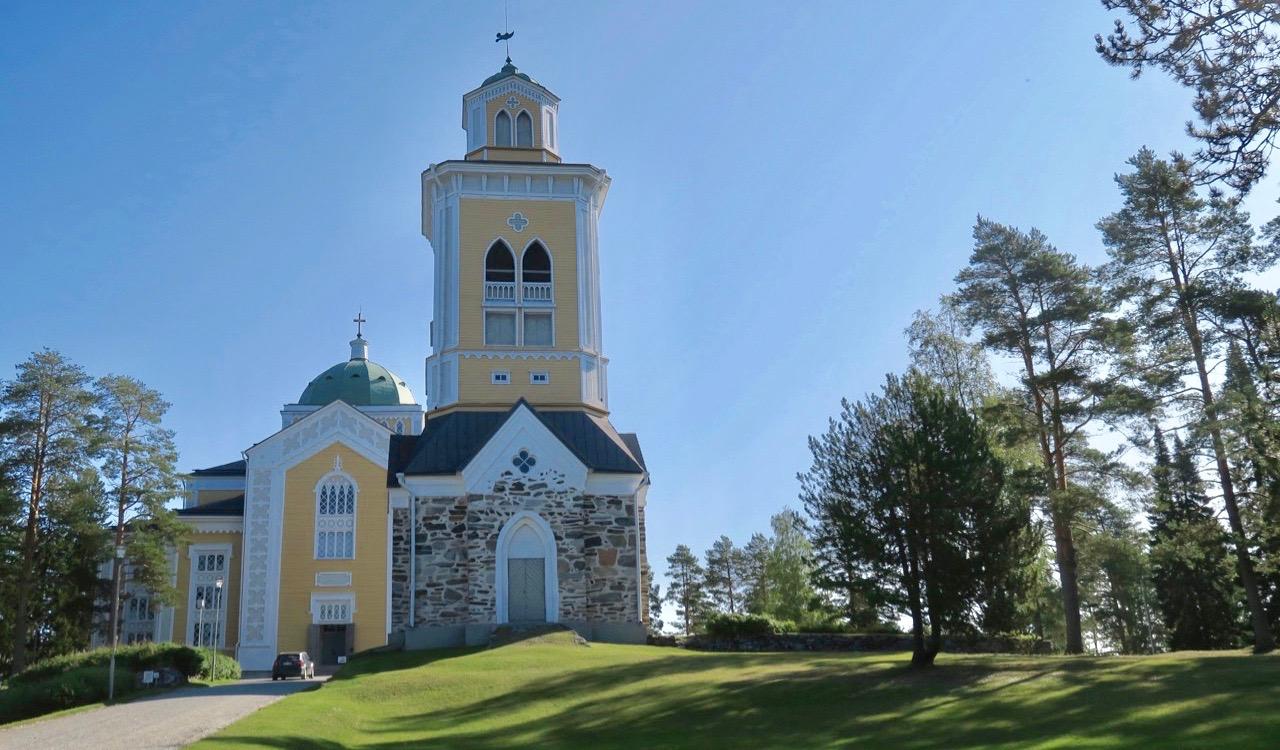 I Finland, i Kerimäki, finns en av världens största träkyrkor.