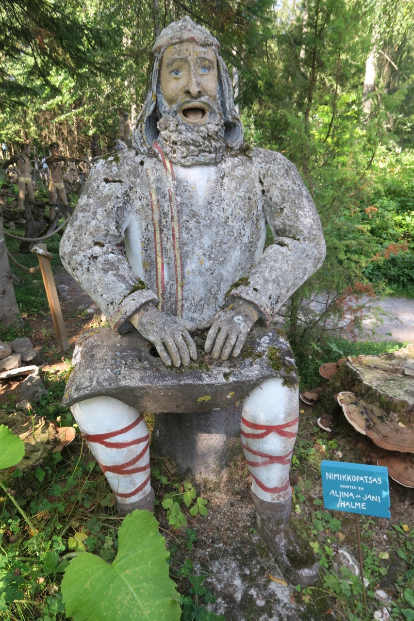 En karaktär från det finska nationaleposet Kalevala finns med oss i denna unika statypark