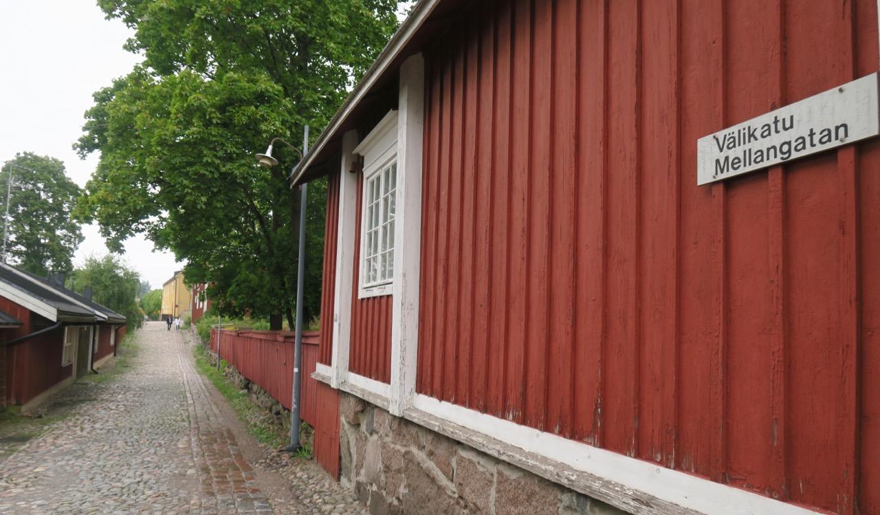 Gatan här i gamla Borrgå leder upp till domkyrkan.