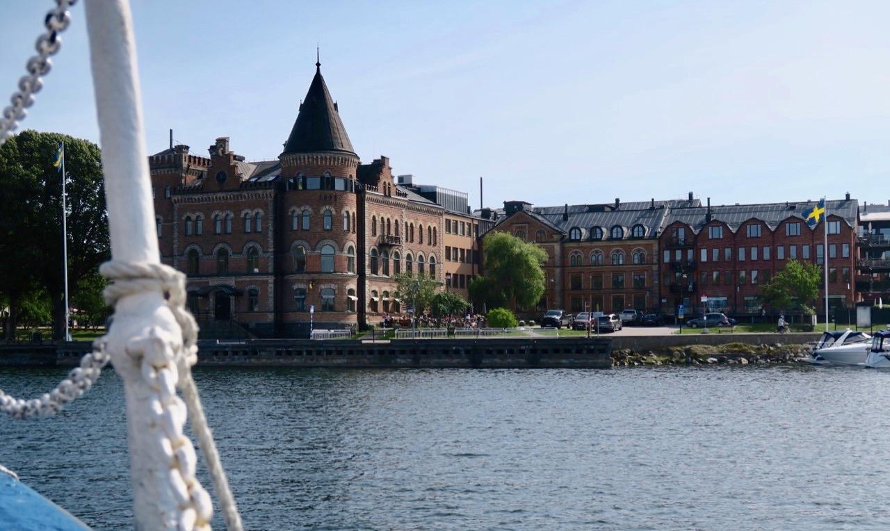 Vi närmar oss Gustavsberg och en trevlig utflykt till sjöss är över. Men måmga trevligheter återstod under dagen