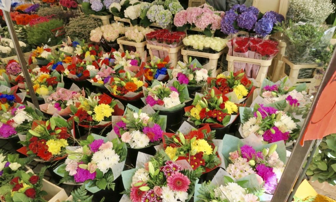 Stockholm igår. Hötorget bjöd på vacker blomsterprakt.