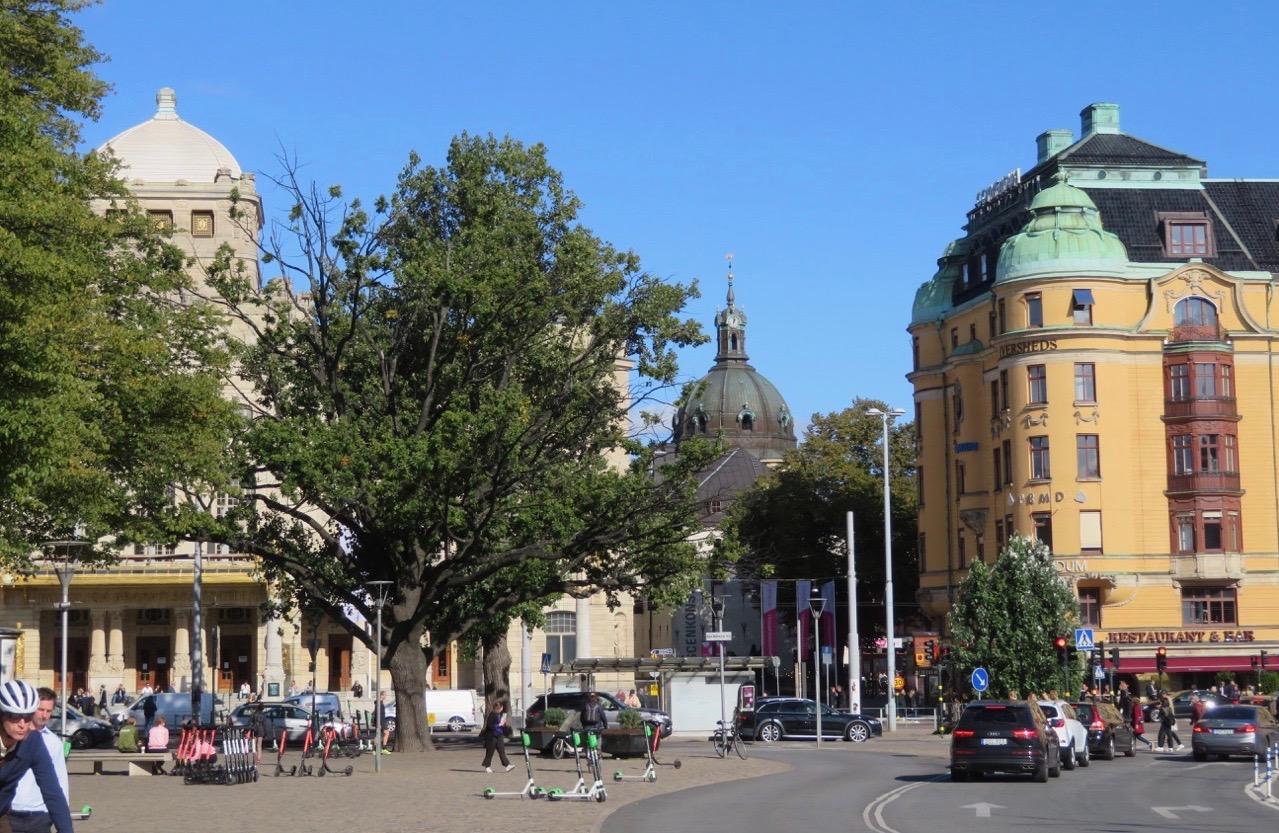 Nybroplan i Stockholm och härifrån ska jag ta en båttur hem till Söder.
