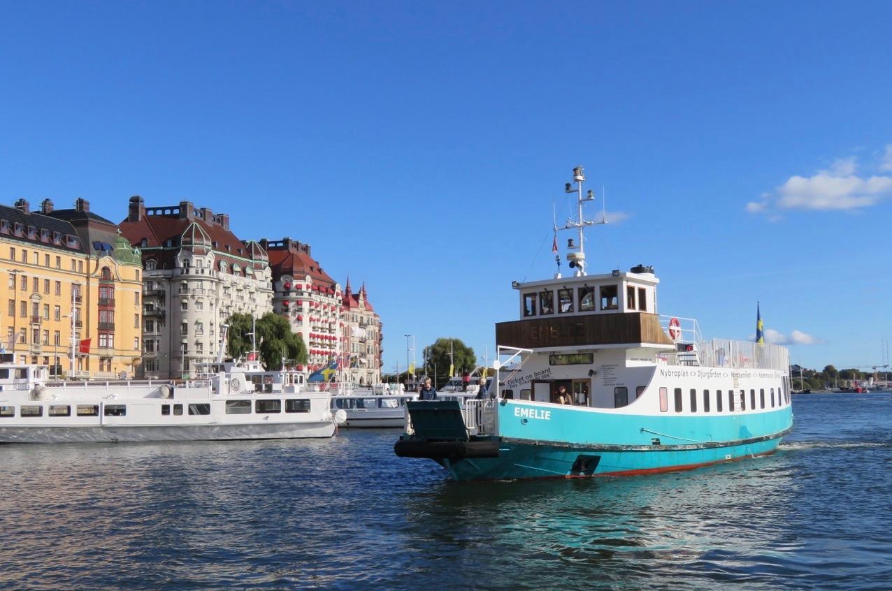 M/S Emelie är på väg in till kajen och min båttur kan snart börja.