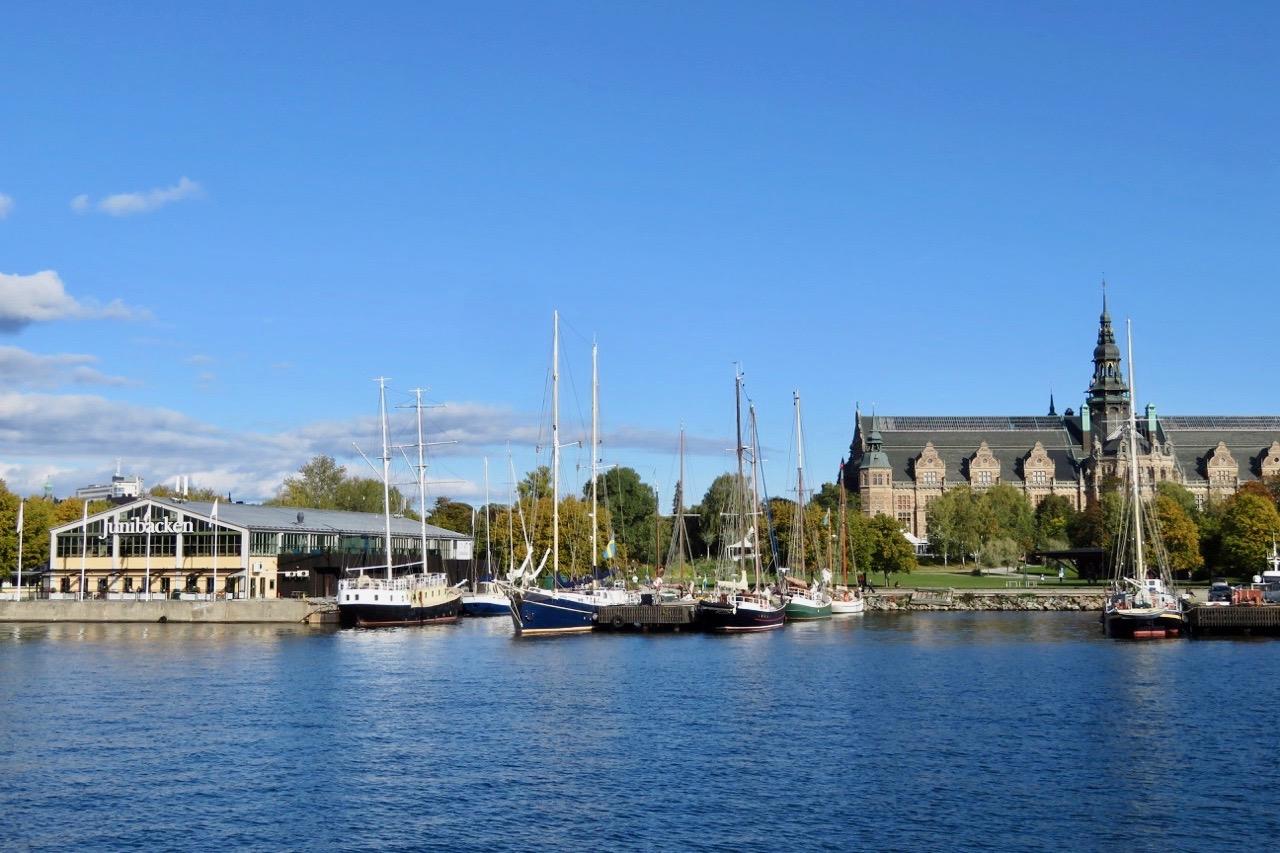 På vår båttur till Söder passerar vi både Junibacken och Nordiska museet.