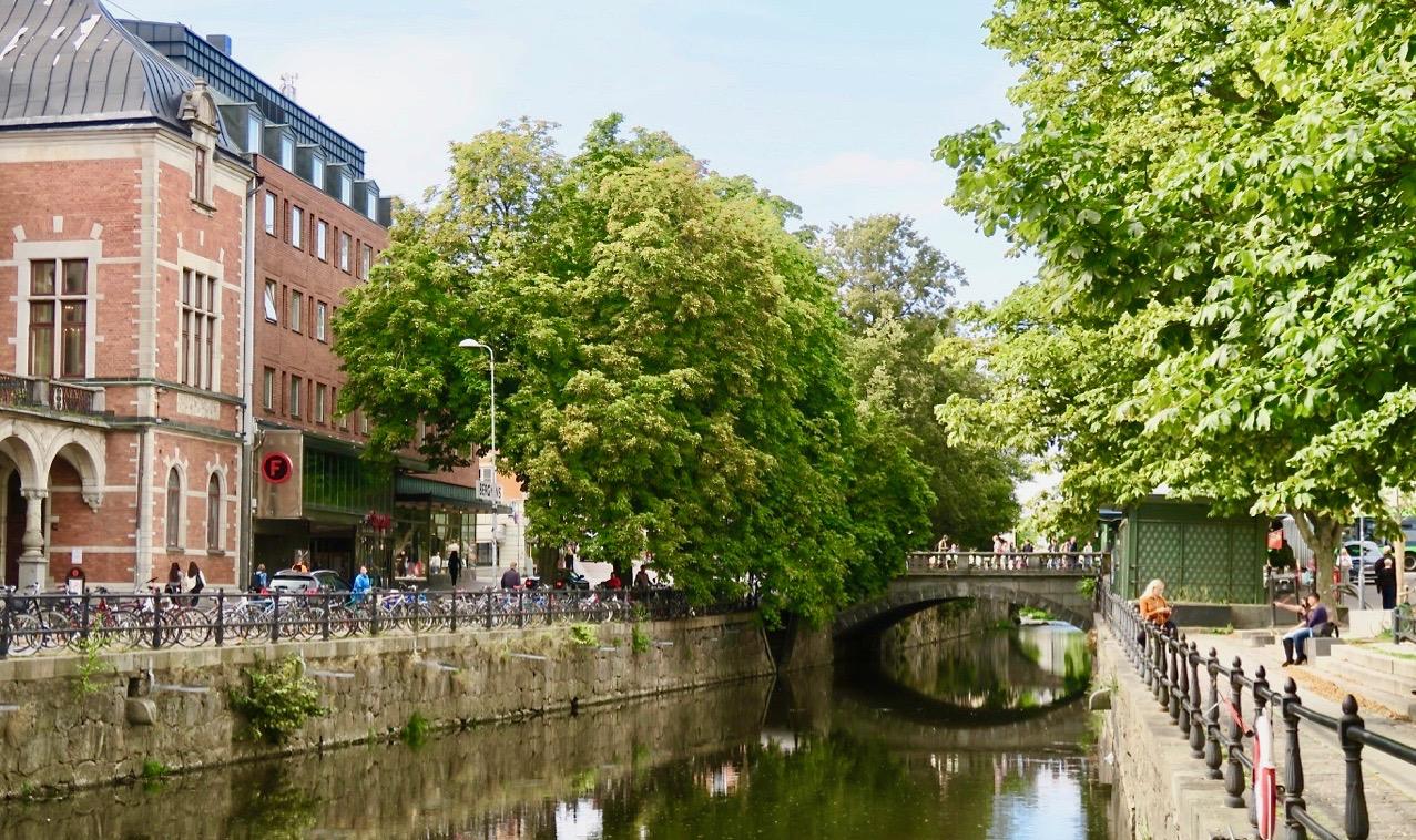 Frrisån i Uppsala- Fint att slå sig ner här ett tag och ta in atmosfären.