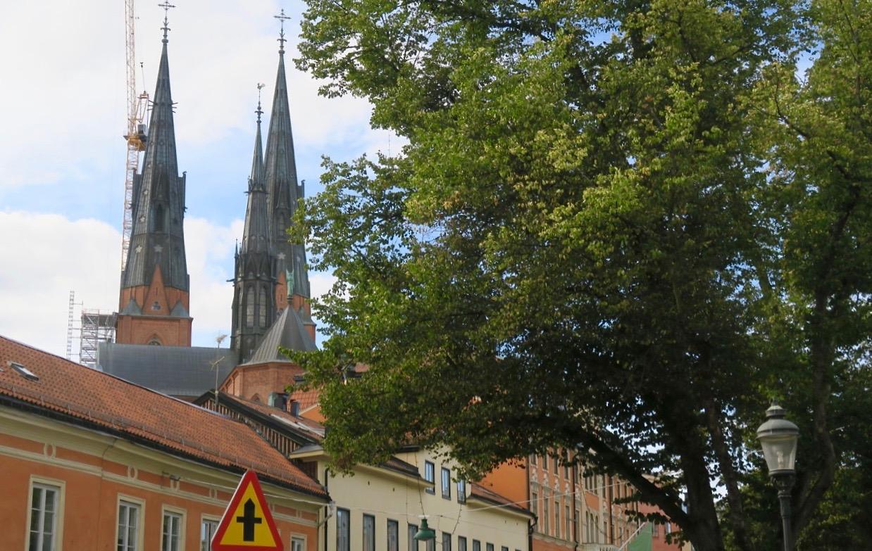 Uppsala domkyrka med sina torn är det högsta landmärket i stan