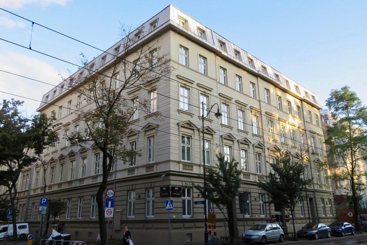 På plata i Krakow och installerade på fina hotell Legend.