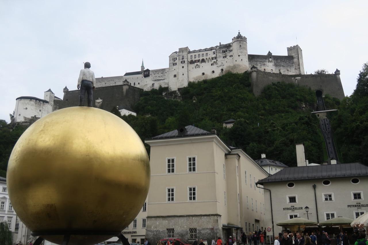Är framme vid Kapitelplaz och har gått genom Saltzburgs innerstad. Avstånden är korta.
